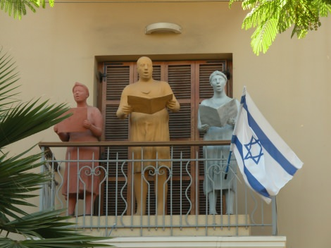 israele_statuebalcone