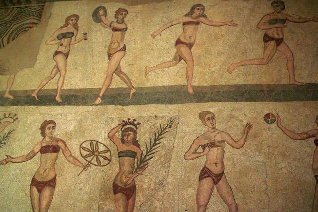 mosaico delle prime donne in primi bikini