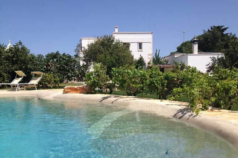 La piscina della Masseria Camarda