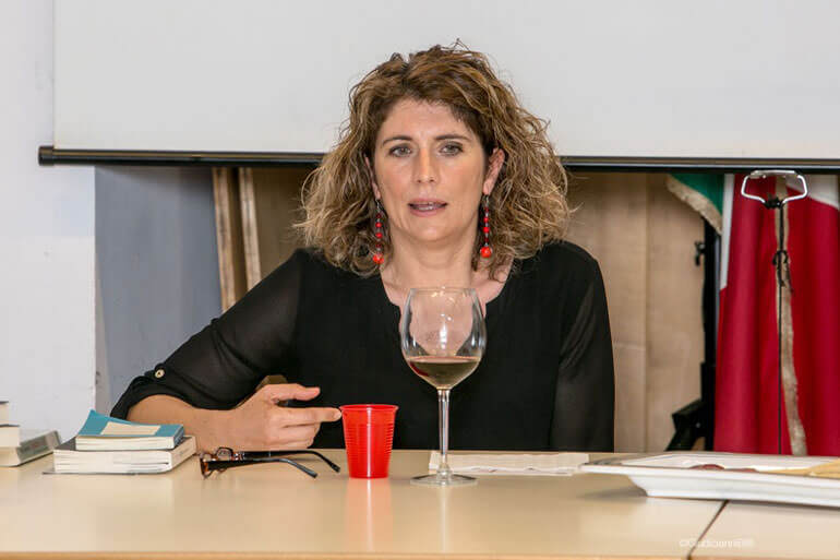 Elena Rausa si racconta e parla del suo libro