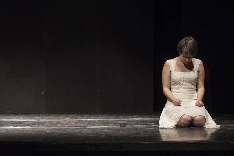 Michela Giudici in una scena dello spettacolo Misura per misura