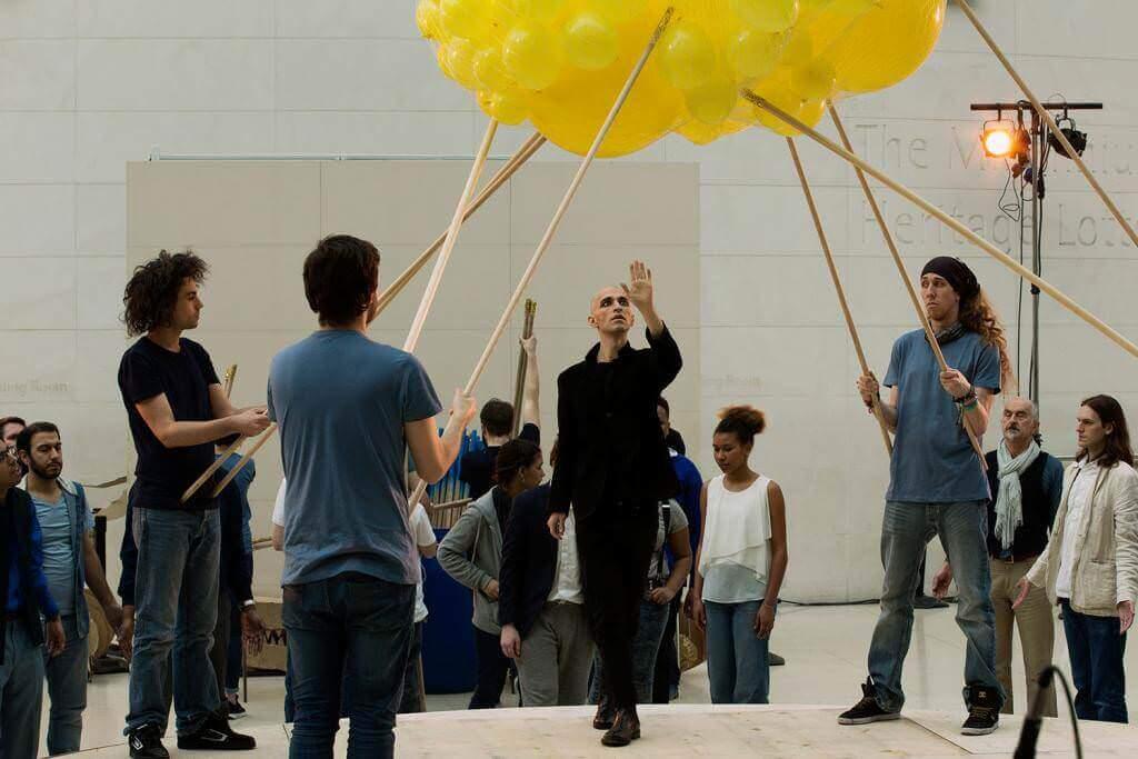 La performance Millions of Year dall'opera Akhnaten al British Museum