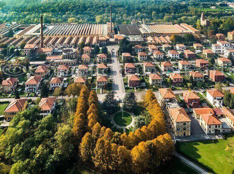 Crespi d'Adda in una foto aerea dello studio Giudicianni & Biffi