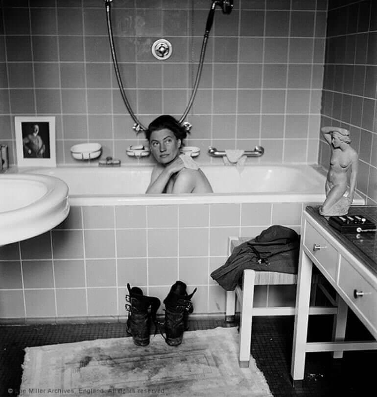 Lee Miller nella vasca di Hitler fotografata da Scherman