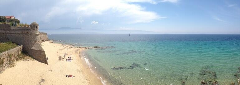 La spiaggia di Ajaccio, punto d'arrivo del viaggio coast-to-coast Bastia - Ajaccio