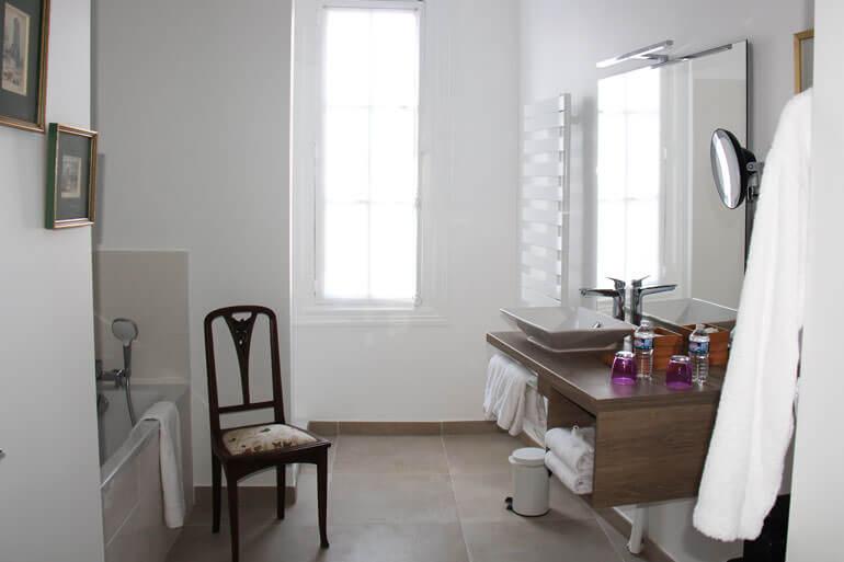Il bagno dell'Hotel Au Charme Rabelaisien