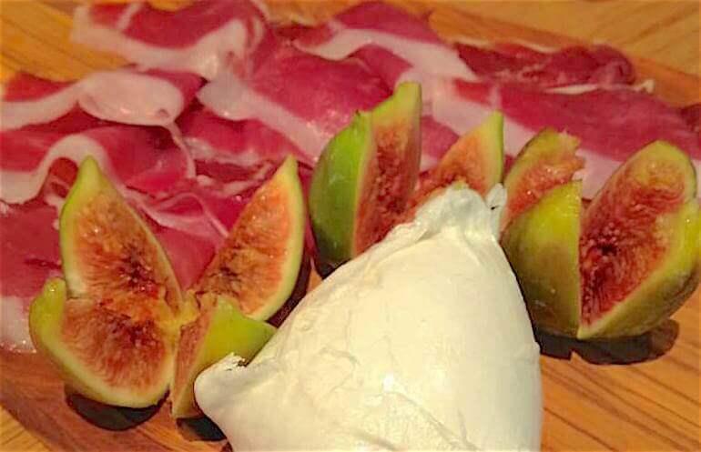 Obicà propone prosciutto di suino nero dei Monti Ebrodi con mozzarella e fichi