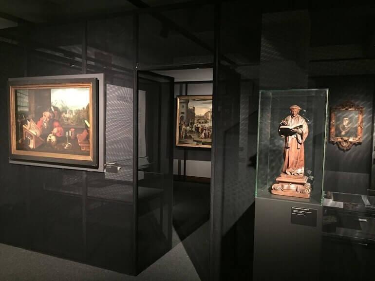 """Una sala della mostra """"Utopia & More"""" a Lovanio"""