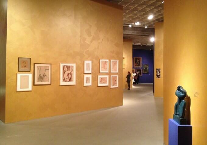 "Una sala della mostra ""Fake?"" al Tel Aviv Museum of Art"