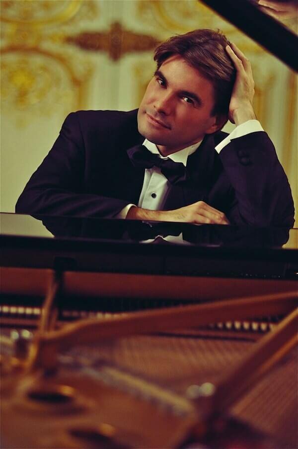 Il pianista Nicolas Horvath fotografato da Perla Maarek