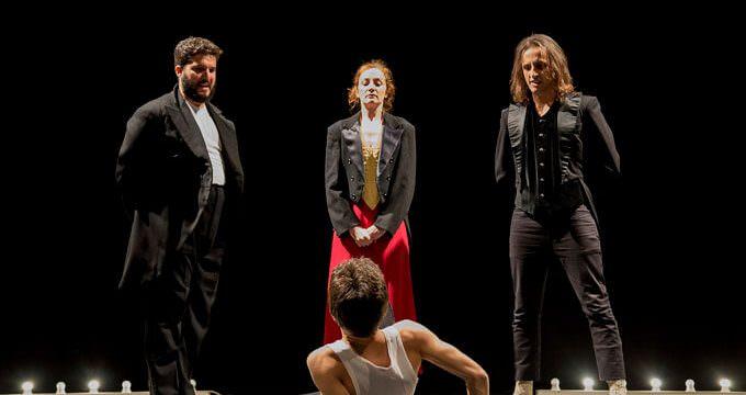 """Un momento dello spettacolo """"Opera panica - Cabaret tragico"""" di Alejandro Jodorowsky per la regia di Fabio Cherstich"""