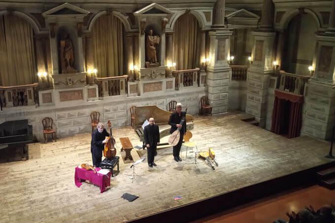 Jordi Savall, Luca Guglielmi e Rolf Lislevand al Teatro Bibiena di Mantova
