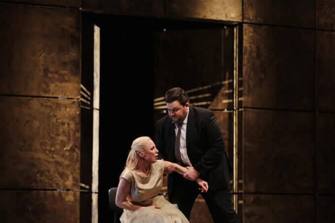Nadja Michael e James Rutherford nell'Elektra di Strauss a Lisbona