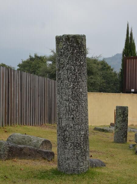 Un'antica iscrizione presso le terme romane di Braga in Portogallo