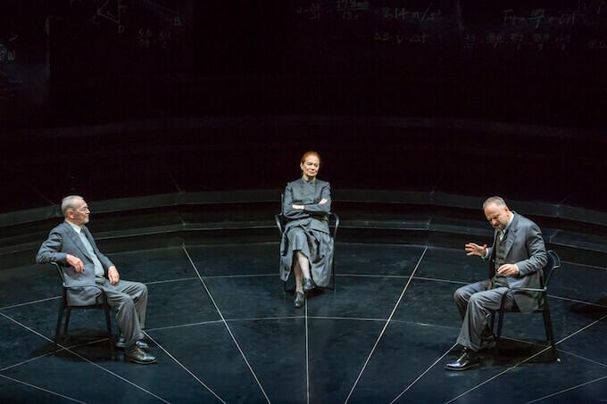 """Umberto Orsini, Giuliana Lojodice e Massimo Popolizio in """"Copenaghen"""" (foto di Marco Caselli Nirmal)"""
