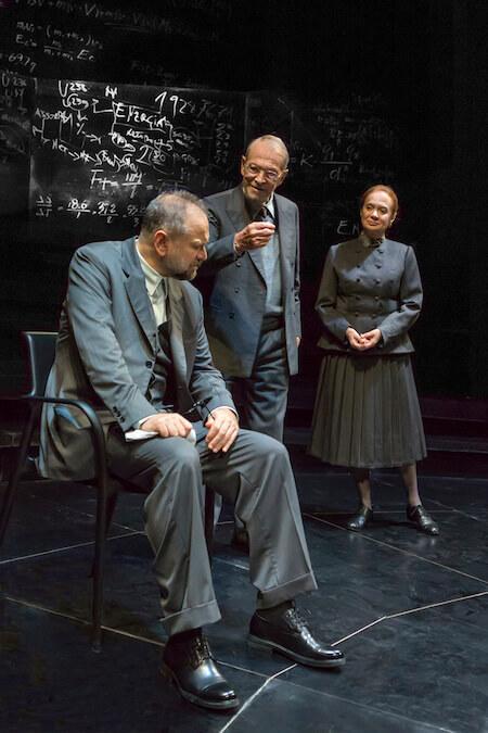 """Massimo Popolizio, Umberto Orsini e Giuliana Lojodice in """"Copenaghen"""" (foto di Marco Caselli Nirmal)"""