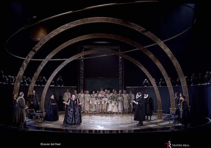 "Una scena di ""Gloriana"" di Benjamin Britten al Teatro Real di Madrid"