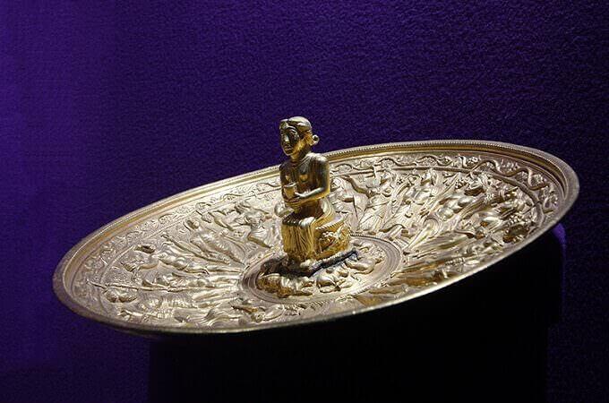 Patera in oro dal Tesoro di Pietroasele in Romania