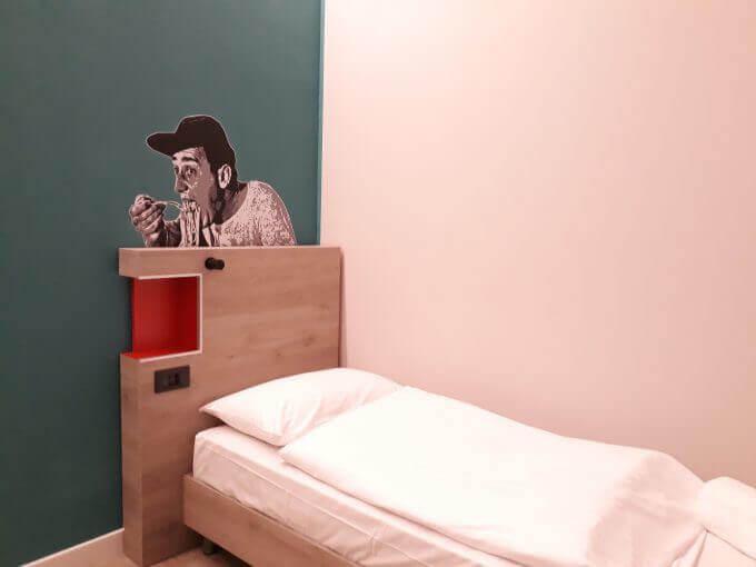 Una camera singola dell'Hotel Meininger a Roma