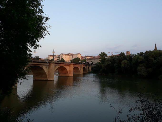 Il ponte di pietra di Logroño sul fiume Ebro