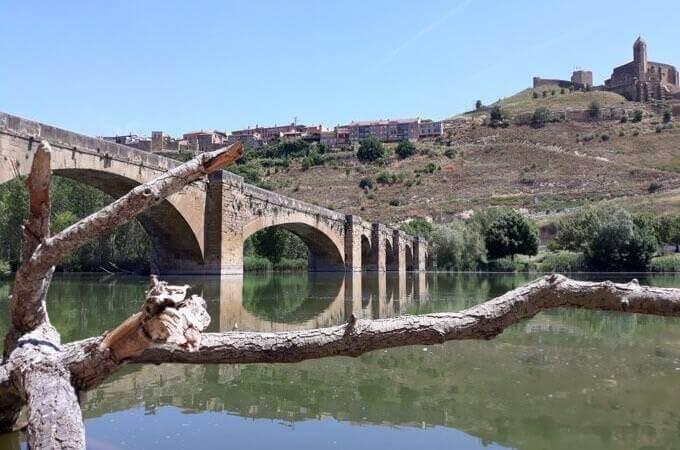 Il ponte medievale di San Vicente de la Sonsierra sul fiume Ebro