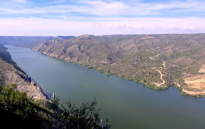 Il campanile del paese sommerso di Fayón nel bacino di Ribarroja