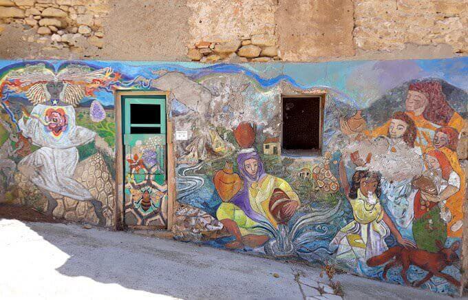 Un murale a Riba-roja d'Ebre, in Catalogna