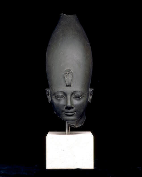 Testa del faraone Thutmose III in siltite verde, circa 1479-1457 a. C. - Karnak, Tebe, Egitto © Trustees of the British Museum