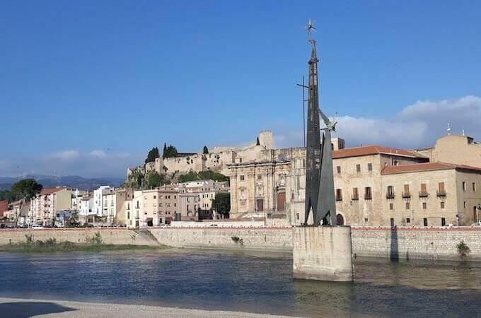 Il monumento alla Battaglia dell'Ebro a Tortosa, in Catalogna