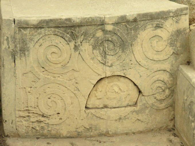Templi di Hal Tarxien a Malta: motivi a spirali