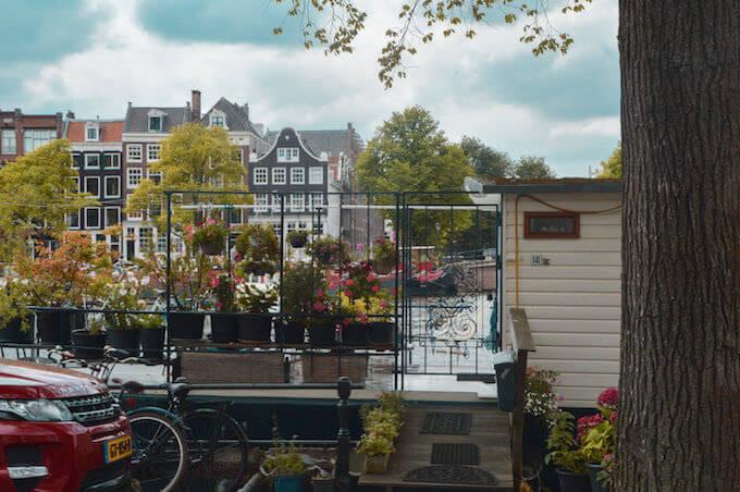 Amsterdam: case galleggianti nel canale