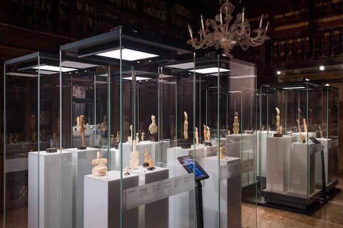 """Una sala della mostra """"Idoli. Il potere dell'immagine"""" a Venezia"""