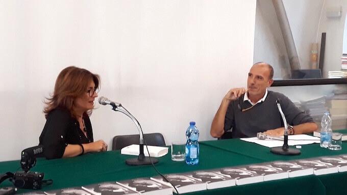 """Elena Rausa e Giorgio Vincenzi presentano """"Ognuno riconosce i suoi"""" (Neri Pozza) alla libreria Il Gabbiano di Vimercate"""