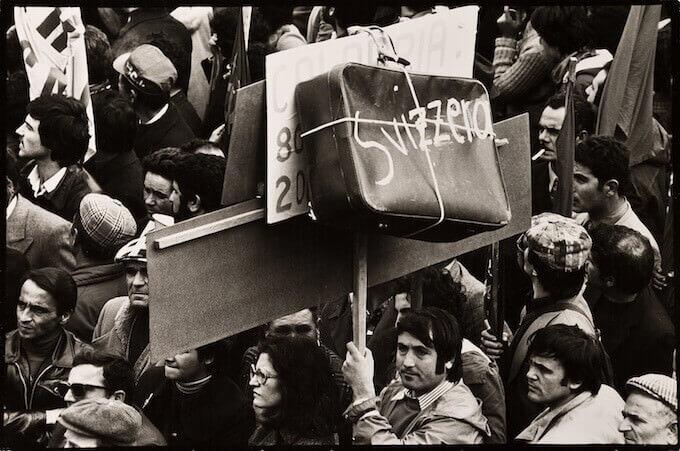 Mimmo Jodice, Napoli, Manifestazione a Piazza Garibaldi (1967)