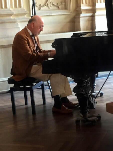 Il maestro Roberto Cognazzo in una foto di repertorio
