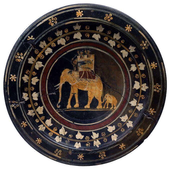 Piatto con elefanti in assetto di guerra, 275 secolo a.C., ceramica a vernice nera sovraddipinta, Roma, Museo Nazionale Etrusco di Villa Giulia, da Capena
