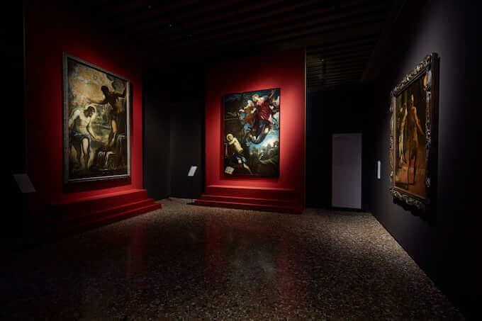 Una sala della mostra di Tintoretto al Palazzo Ducale di Venezia