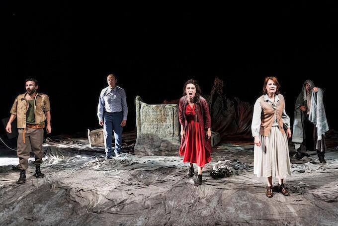 """Una scena della tragedia """"Antigone"""" di Sofocle, regia di Gigi Dall'Aglio"""