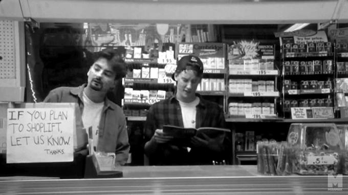 """Un fotogramma del film """"Clerks"""" (Commessi) di Kevin Smith"""
