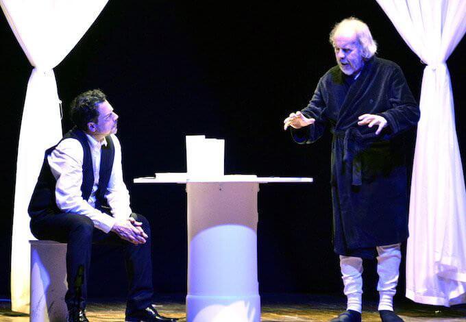 """Mino Manni e Marco Balbi nello spettacolo """"Il fu Mattia Pascal""""."""