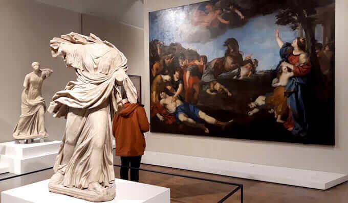 La sala dei Niobidi nella mostra di Ovidio alle Scuderie del Quirinale a Roma