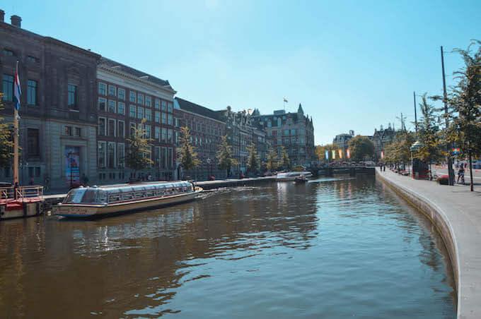 Amsterdam: il canale verso il ponte Doelensluis