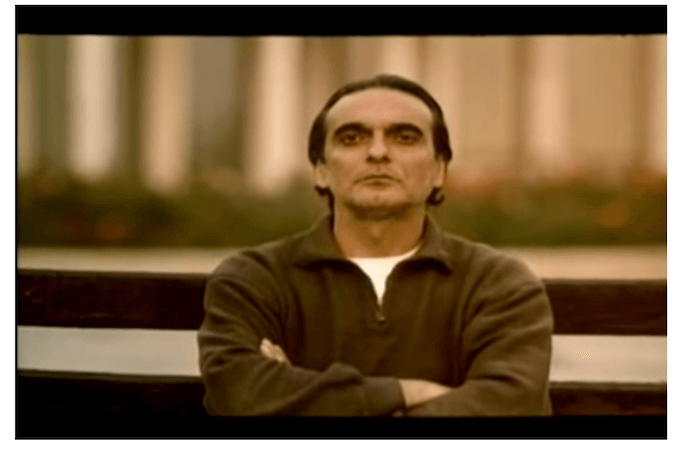 """Un fotogramma tratto dal film """"Il sapore della ciliegia"""" di Abbas Kiarostami"""
