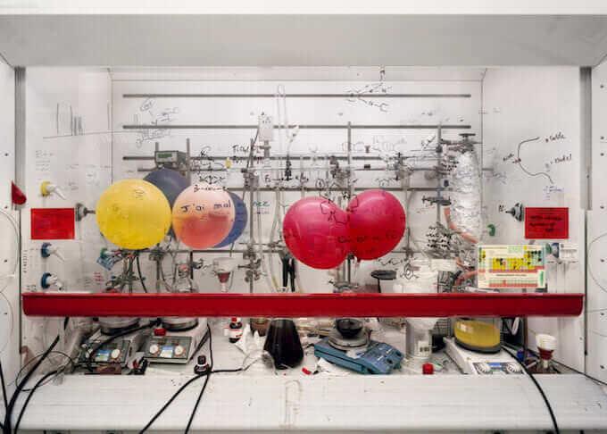 Thomas Struth, Cappa chimica, Università di Edimburgo, 2010 C-print, 120,5 x 166,0 cm © Thomas Struth