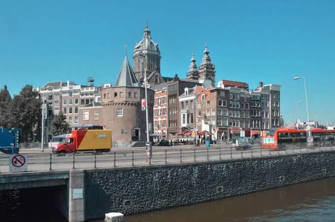 Amsterdam: verso la Biblioteca - la chiesa di S. Nicola