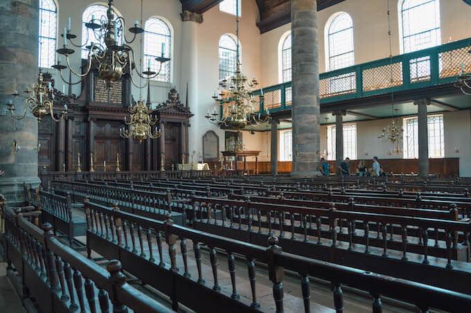 L'interno della Sinagoga di Amsterdam