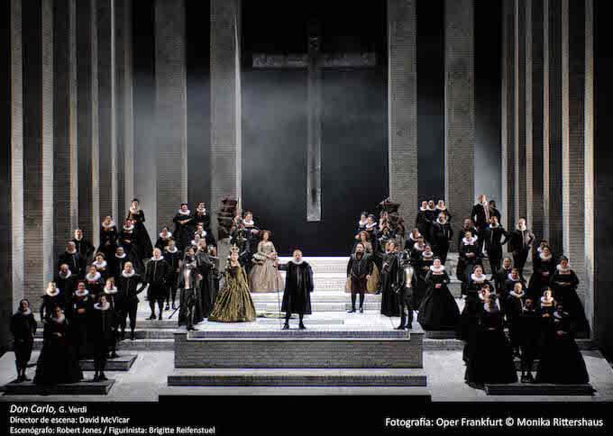 """Una scena del """"Don Carlo"""" di Verdi - Foto: Opera di Francoforte © Monika Rittershaus"""