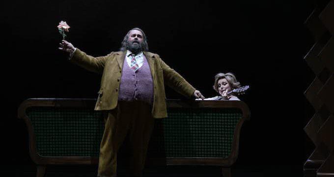 Roberto De Candia (Sir John Falstaff) e Rebecca Evans (Mrs. Alice Ford) in Falstaff - Foto: © Javier del Real | Teatro Real