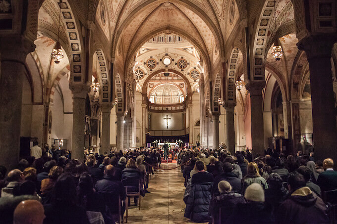 Un concerto dell'orchestra Arteviva nella Basilica di Santa Maria delle Grazie a Milano