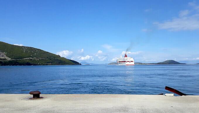 La neva Cruise Europa di Minoan Lines lascia il porto di Igoumenitsa in Grecia